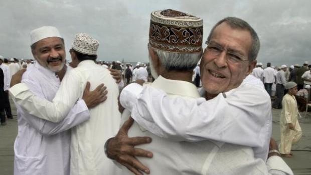 muslim hug
